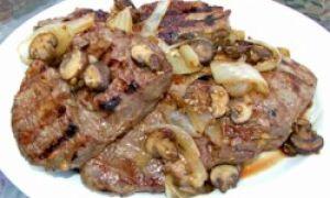 Маринованый говяжий стейк на барбекю